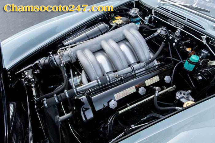Mercedes-Benz-300SL-Gullwing-2
