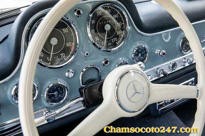 Mercedes-Benz-300SL-Gullwing-5